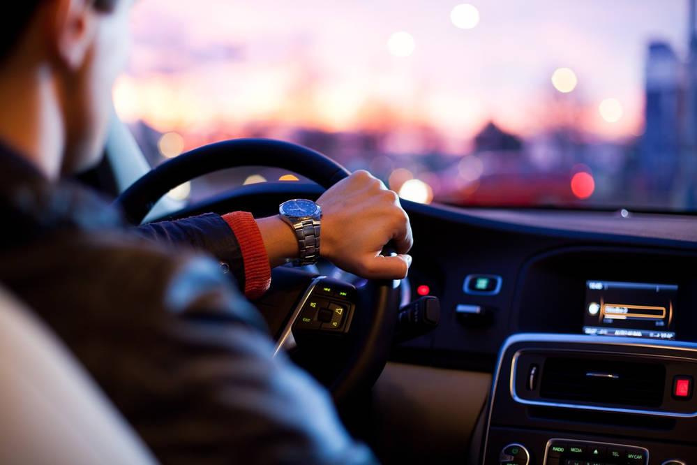 Wynajem długoterminowy auta – czy to się opłaca? Na czym polega wypożyczanie samochodów na dłużej?