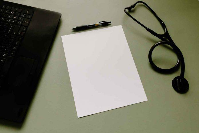 Jak prowadzić i udostępniać dokumentację medyczną zgodnie z prawem?
